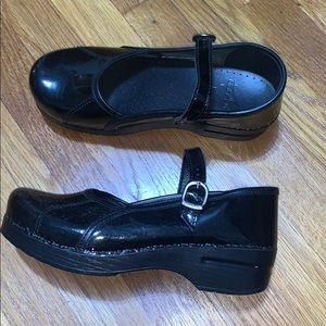 Dansko Patent Leather Mary Jane Clogs Size 39